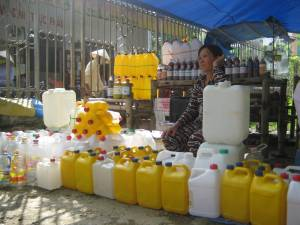 Ms. Huong at her mother's market stand